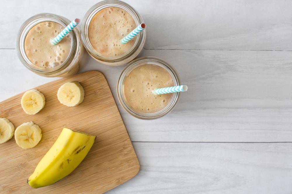 Bebida de pasta de castanha de caju com banana