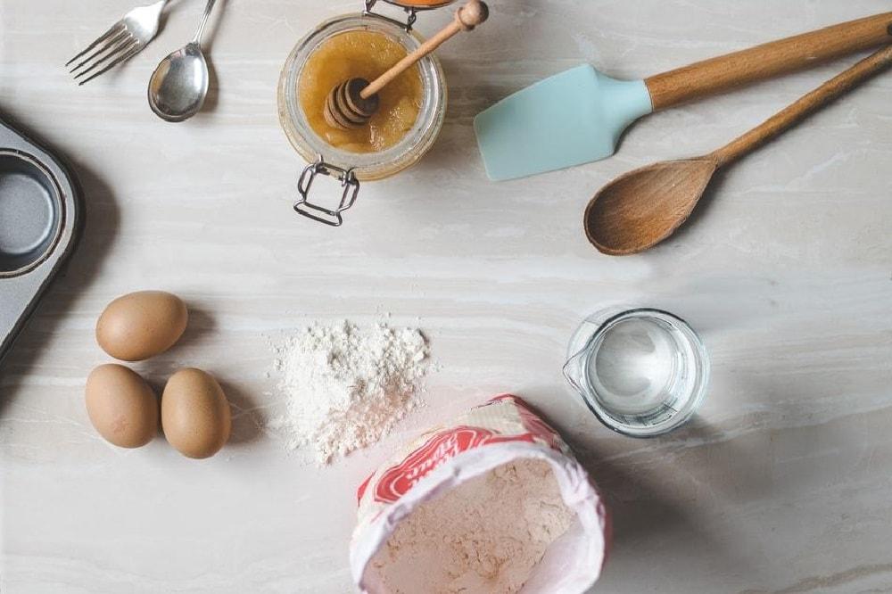 Bolo de pasta de amendoim de caneca