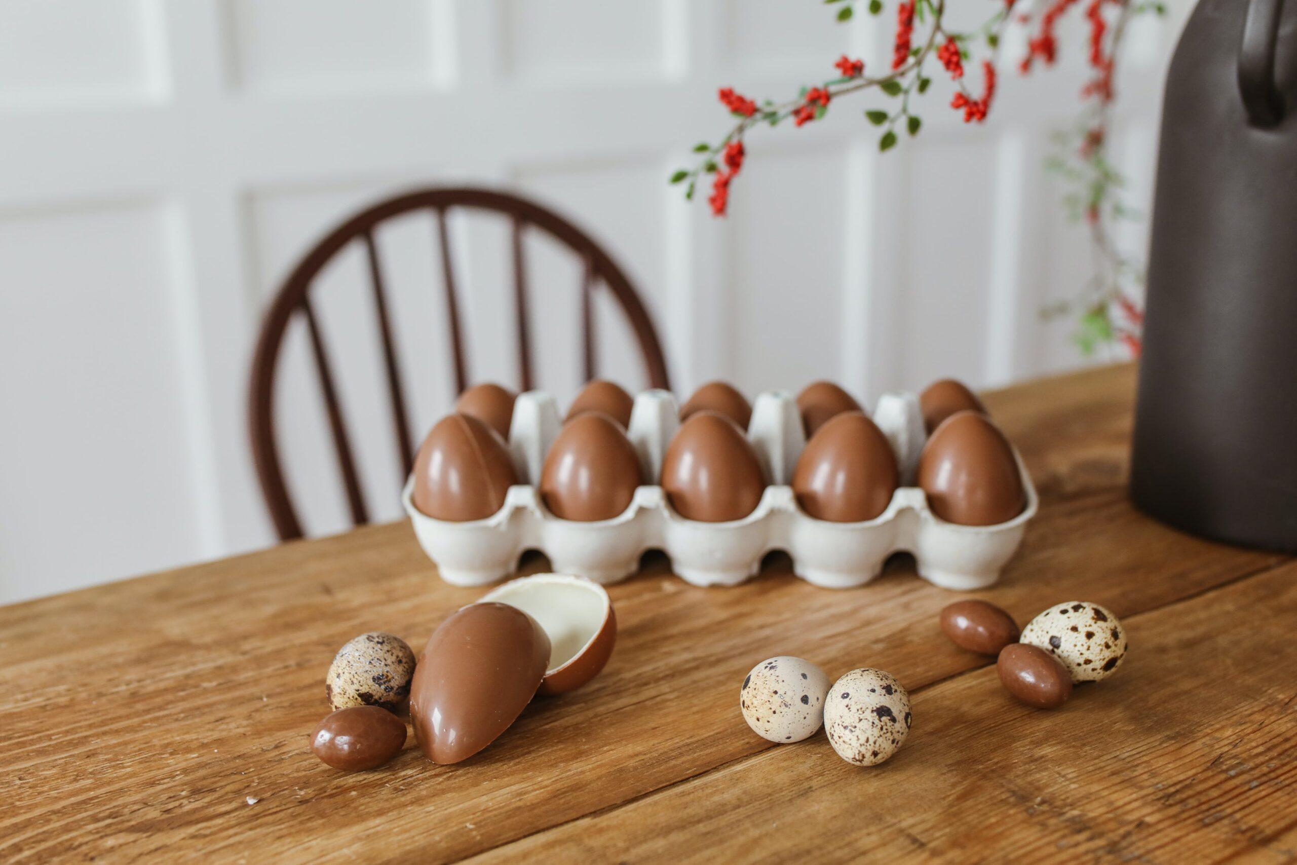 receita de ovo de pascoa sendo preparada