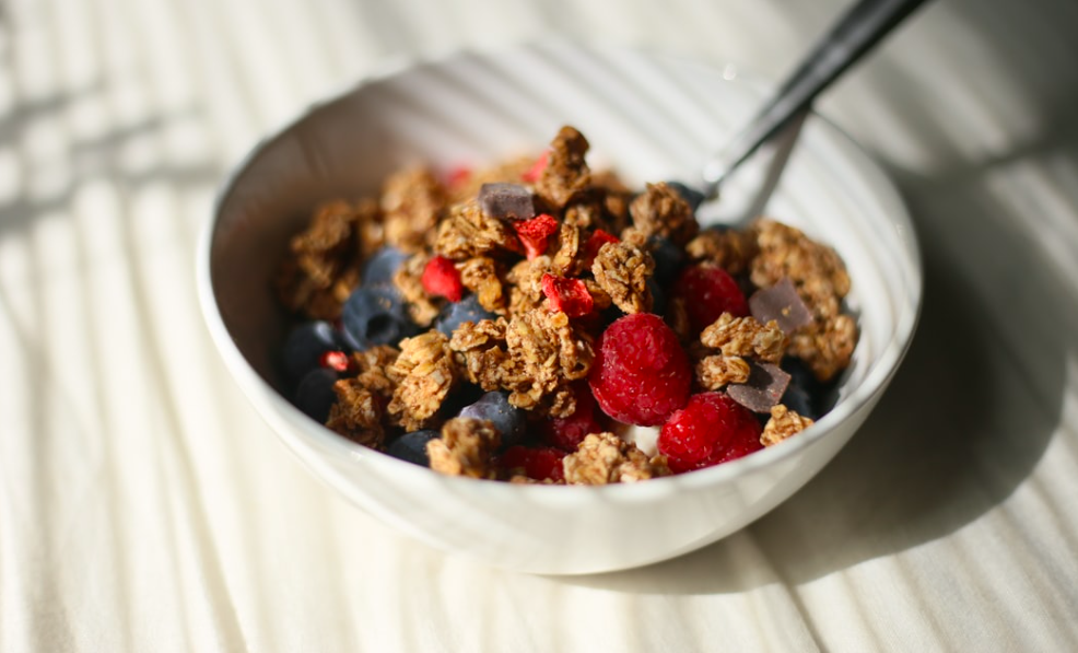 quais sao os alimentos ricos em fibras granola com frutas